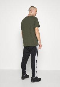 Nike Sportswear - PANT - Verryttelyhousut - black/light smoke grey/white - 2