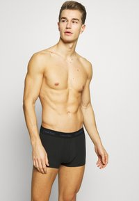 Calvin Klein Underwear - STRETCH LOW RISE TRUNK 3 PACK - Pants - black - 3
