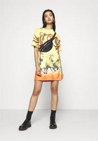 Jaded London - DRESS DESERT SUNSET HORSE PRINT - Jersey dress - yellow - 1
