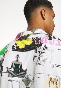 PRAY - MASH UNISEX  - Print T-shirt - multi coloured - 4