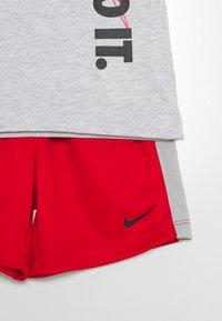 Nike Sportswear - SET BABY - Short - university red - 3