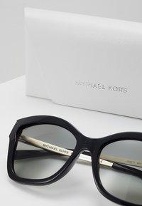 Michael Kors - BARBADOS - Lunettes de soleil - black injected - 3