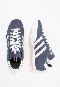 adidas Originals - SAMBA SUPER SUEDE - Trainers - marine/running white - 1