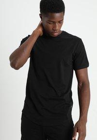 Only & Sons - ONSMATT LONGY 2 PACK - T-shirts - black - 1
