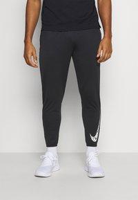 Nike Performance - ESSENTIAL PANT - Pantaloni sportivi - black/reflective silver - 0