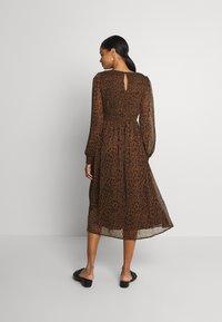 Vero Moda - VMSIFFY O NECK SMOCK CALF DRESS - Day dress - coffee liqueúr - 2