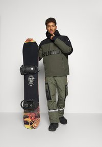 Brunotti - TRISTIN MENS JACKET - Snowboardová bunda - pine grey - 1