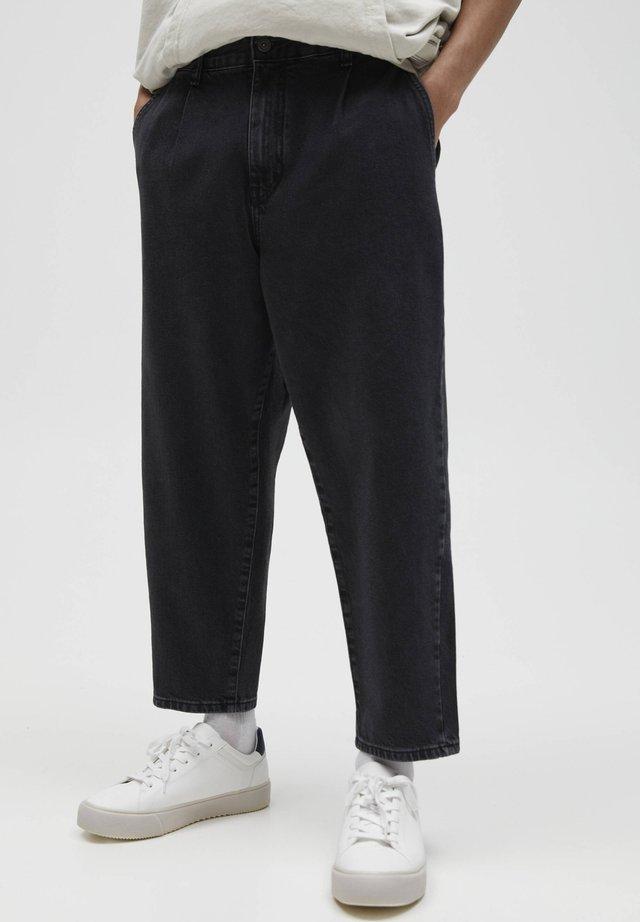 MIT BUNDFALTEN - Jeans baggy - black