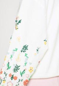 ONLY - ONLBROOKE O NECK FLOWER - Sweatshirt - cloud dancer - 5