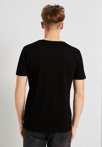 TOM TAILOR DENIM - Basic T-shirt - black - 2