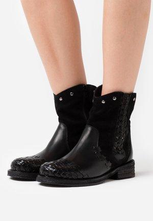 COOPER - Cowboy/biker ankle boot - marvin black