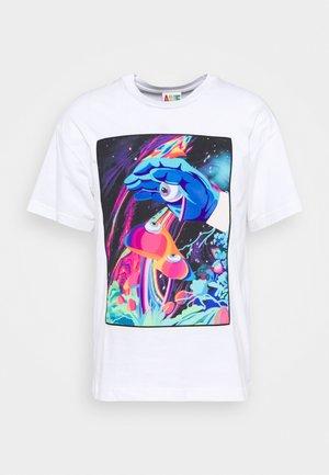 PSYCHODELIC DIGITAL TEE UNISEX  - Print T-shirt - white