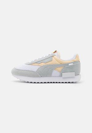 FUTURE RIDER NO DYE UNISEX - Sneakers laag - white/whisper white