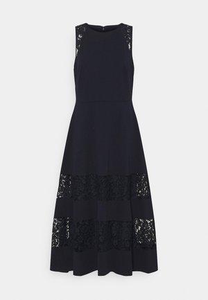 LUXE TECH DRESS - Robe de soirée - lighthouse navy