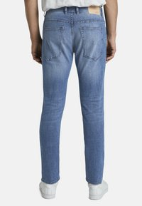 TOM TAILOR - JEANSHOSEN JOSH REGULAR SLIM JEANS - Slim fit jeans - light stone wash denim - 2