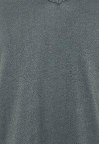 Tigha - MALIK - Basic T-shirt - asphalt - 5