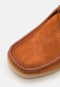 Clarks Originals - WALLABEE BOOT - Lace-up ankle boots - tan - 5