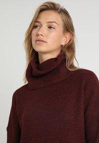 ONLY - ONLJANA COWLNECK DRESS  - Pletené šaty - chocolate truffle - 3