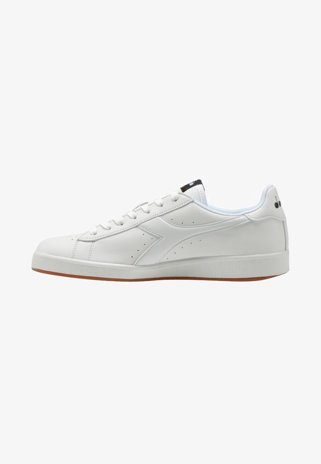 GAME - Zapatillas - white