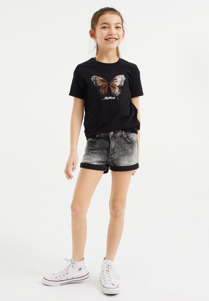 WE Fashion - MEISJES  - Print T-shirt - black