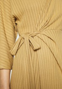 River Island - Pletené šaty - camel - 5