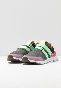 Sorel - KINETIC LITE STRAP - Sneakers laag - coal - 4
