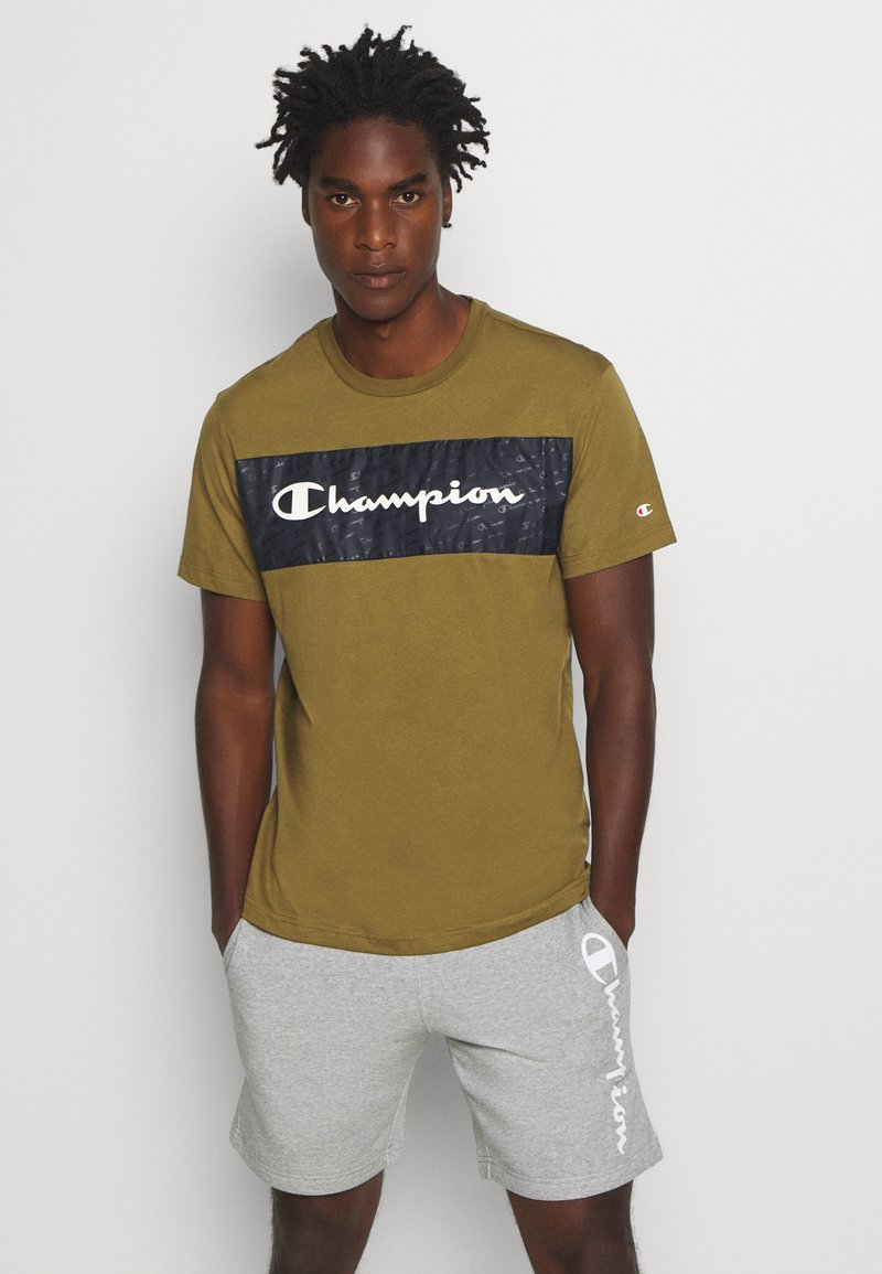 Champion - LEGACY HERITAGE TECH SHORT SLEEVE - T-shirt med print - olive/black