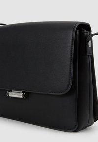 Calvin Klein - RETRO SHOULDER BAG - Torba na ramię - black - 5