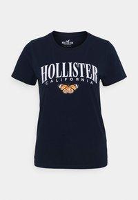 TECH CORE - Print T-shirt - navy blazer