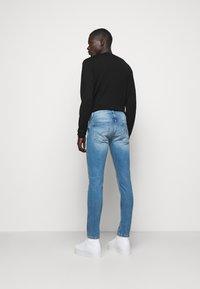 Versace Jeans Couture - DEBBIE  - Džíny Slim Fit - indigo - 2