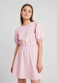 Nly by Nelly - EVERYDAY BACK FOCUS DRESS - Day dress - light pink - 0