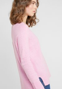 J.CREW - SUPERSOFT V-NECK - Jumper - wild petunia - 3