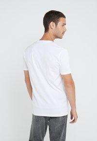 HUGO - DOLIVE - Print T-shirt - white - 2