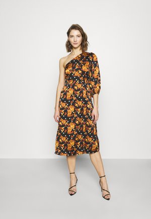 ONE SHOULDER MIDI DRESS WITH ONE PUFF 3/4 SLEEVE AND FRONT SPLIT - Denní šaty - ochre