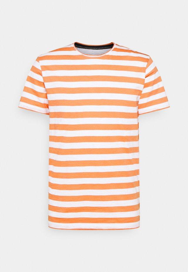 JORTONS STRIPE TEE CREW NECK - Print T-shirt - shell coral