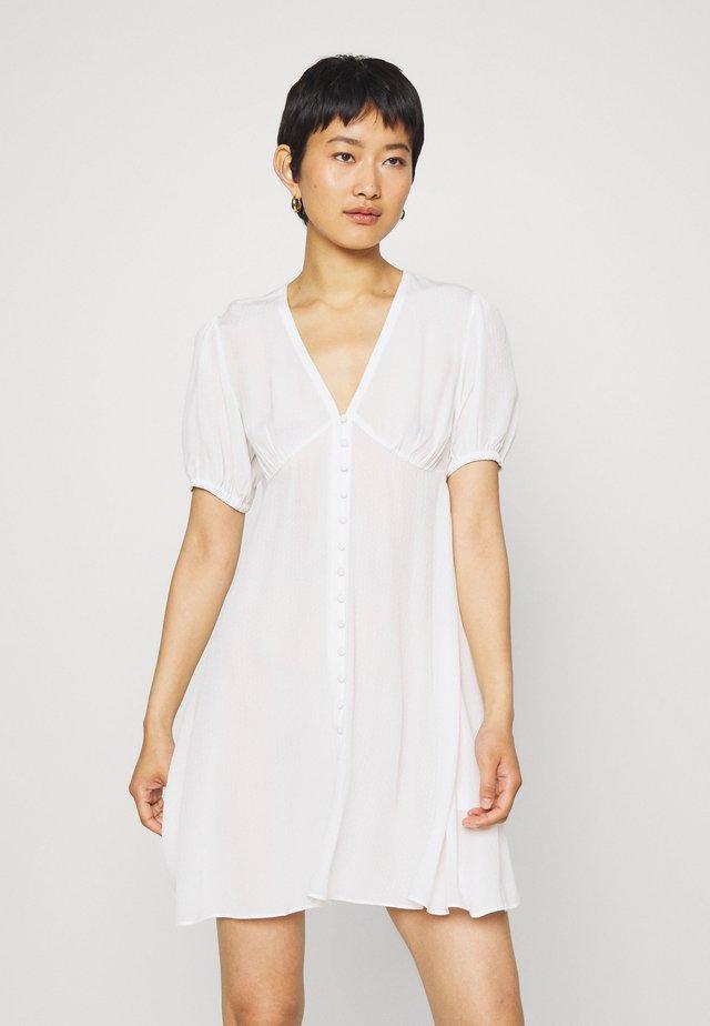 PETUNIA SHORT DRESS - Skjortklänning - clear cream