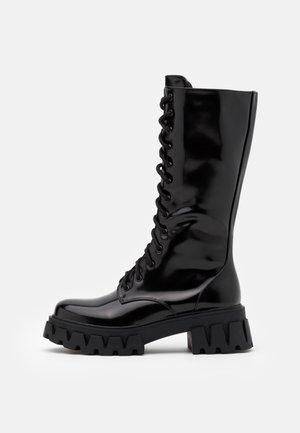 VEGAN TRINITY - Botas con plataforma - black