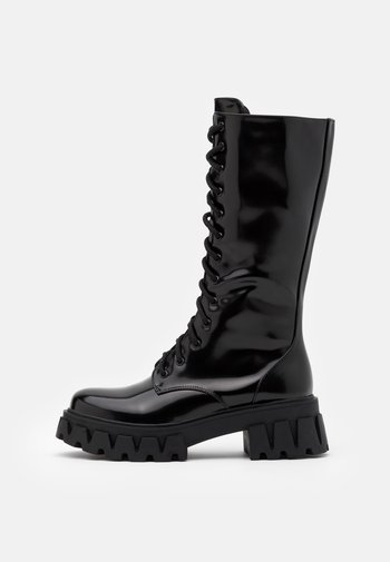 VEGAN TRINITY - Stivali con plateau - black
