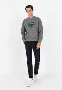 Scalpers - Sweatshirt - grey melange - 1