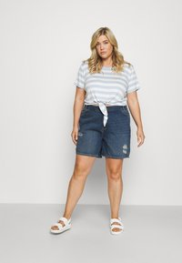 Noisy May Curve - NMLOTTIE SKATE  - Shorts di jeans - medium blue - 1