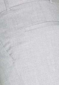 Han Kjøbenhavn - BOXY SUIT PANTS - Spodnie materiałowe - off white - 2