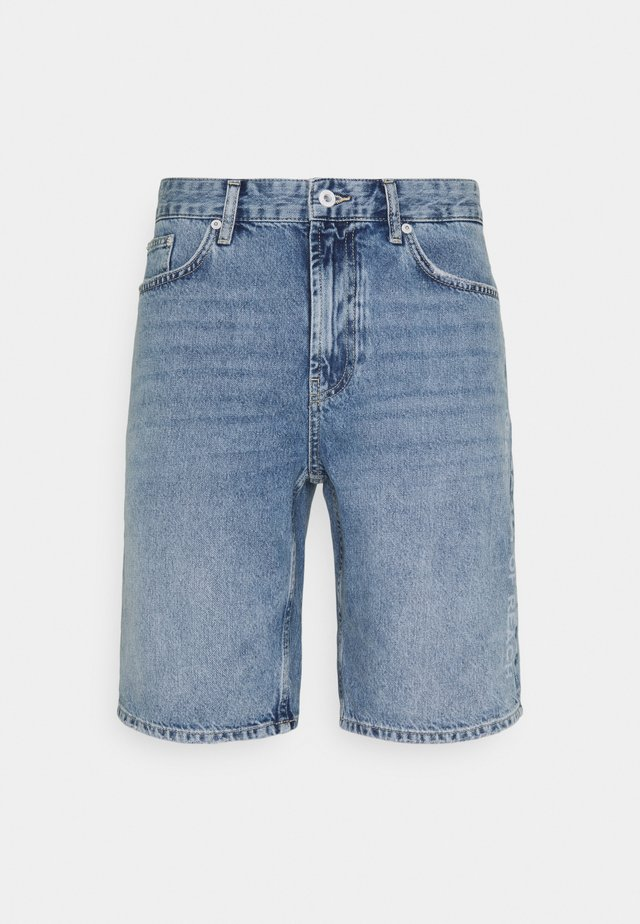 DYLAN - Denim shorts - middle blue denim