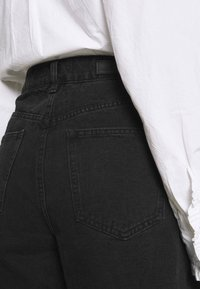 Cotton On - SLOUCH MOM - Jeans baggy - midnight black - 5