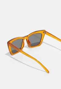 Urban Classics - SUNGLASSES TILOS 3 PACK UNISEX - Occhiali da sole - dark red/black/orange - 4