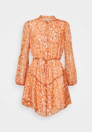 NATASHA LEOPARD DRESS - Blousejurk - amber glow multi