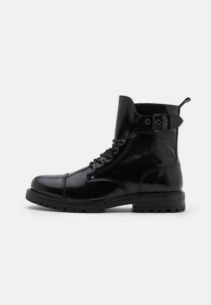 TRAKTOR - Šněrovací kotníkové boty - black