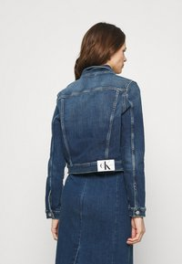 Calvin Klein Jeans - CROPPED 90S JACKET - Denim jacket - denim dark - 2