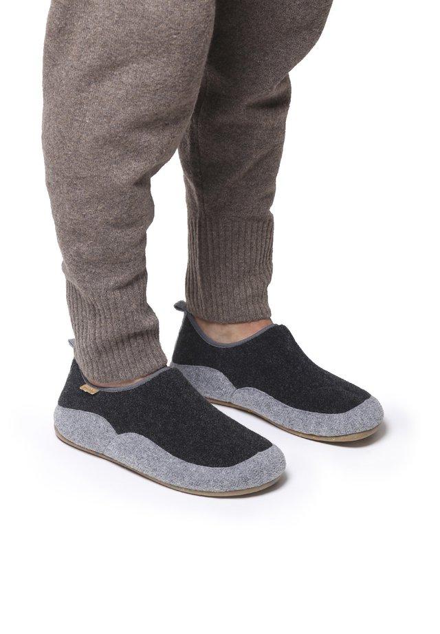 NIL-FR - Slippers - negre