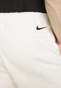 Nike Sportswear - RETRO  - Shorts - sail - 6