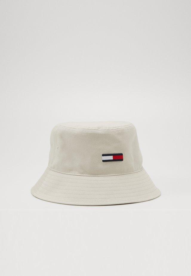 FLAG BUCKET HAT - Hatt - beige
